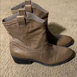 Guess brown leather ankle boots sz 9